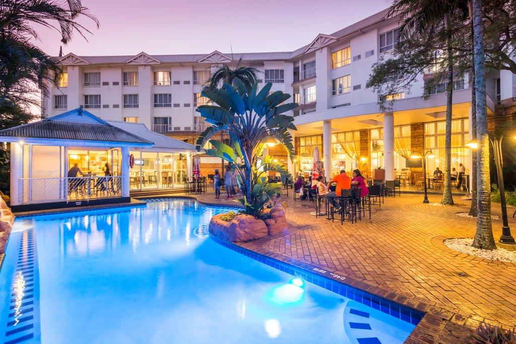 Poolside Bar And Grill at The Riverside Hotel
